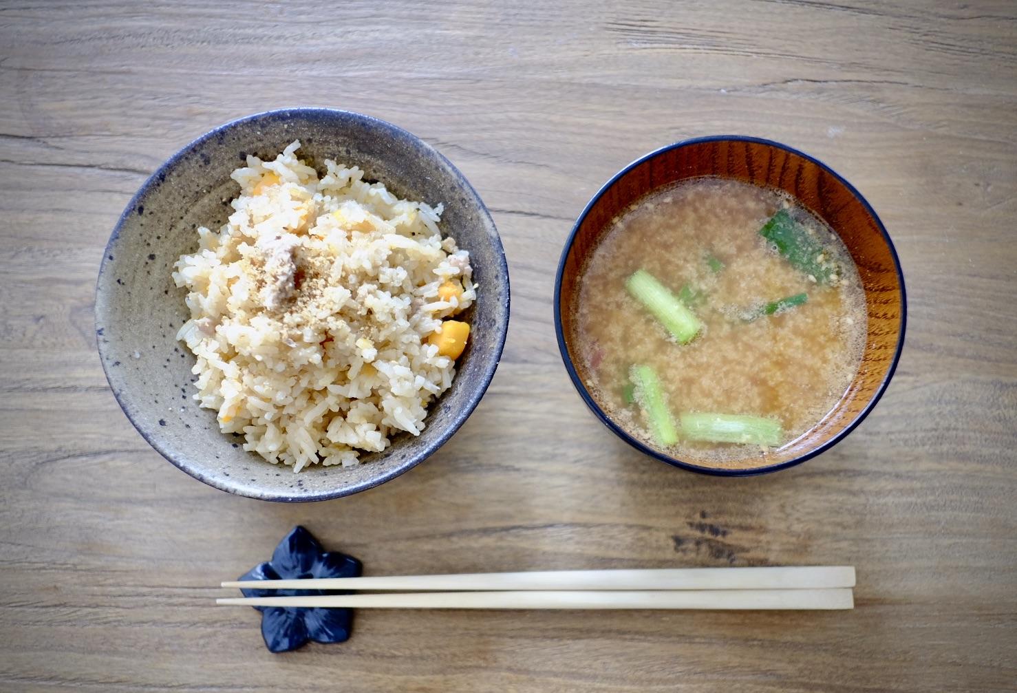 カシューナッツの混ぜご飯と味噌汁